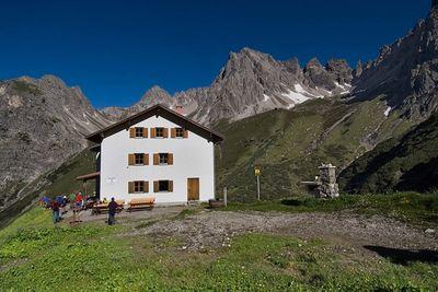 Alfuzalm   stone hut   625