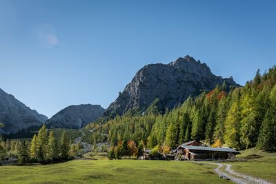 WEDNESDAY: Hiking tour via the Lamsenjoch hut to the Engalm 3