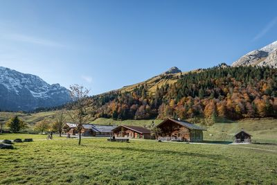 WEDNESDAY: Hiking tour via the Lamsenjoch hut to the Engalm 2