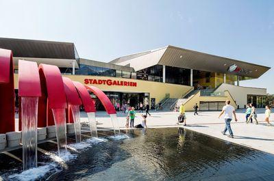 Stadtgalerien-Aussenansicht-Marktplatz-Brunnen